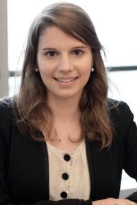 Camille, 24 ans, <br /> Chargée des opérations financières