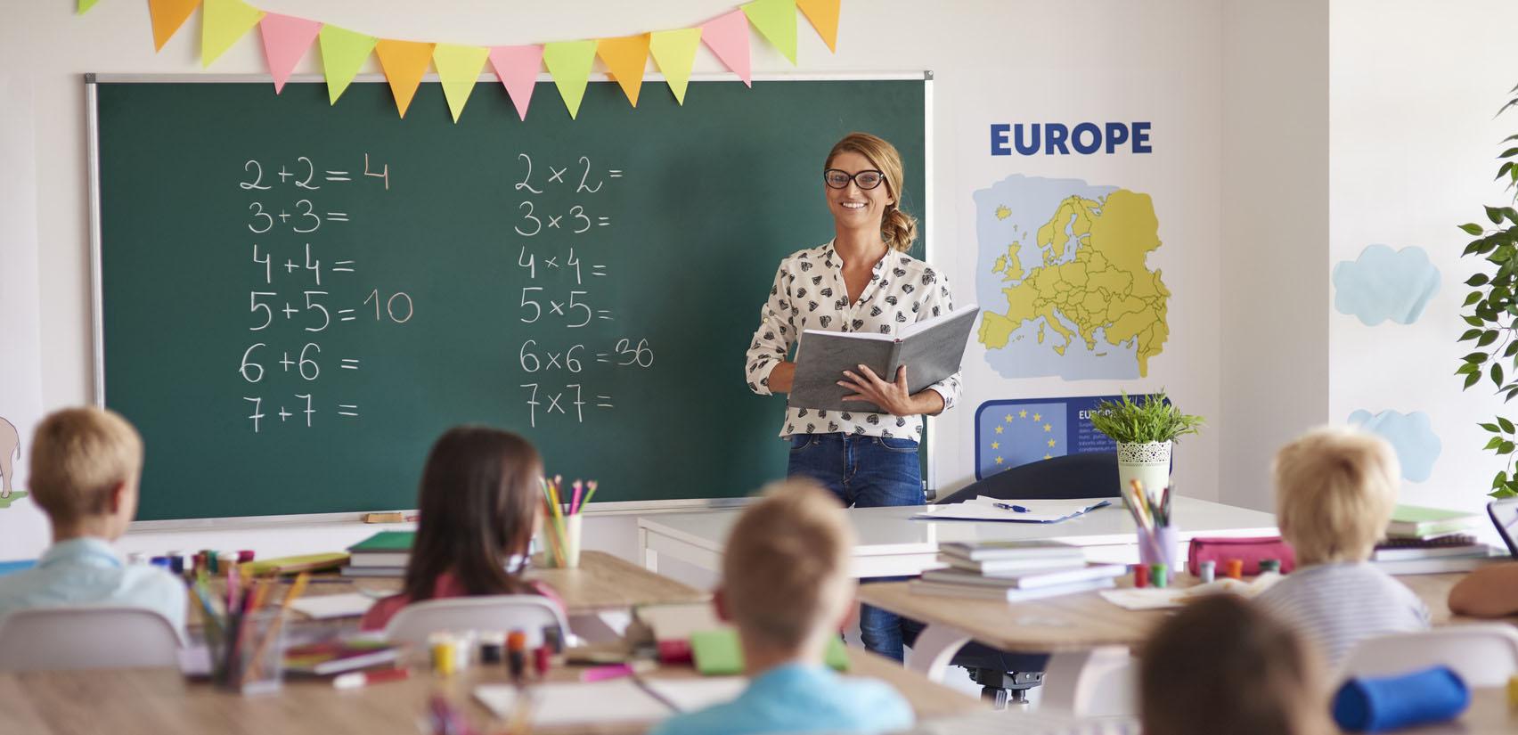 Une école transmet le savoir&#8230;<br /> <strong>SFILparticipe</strong>